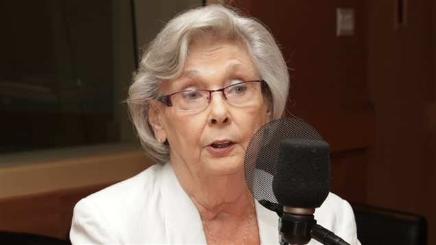 Alors qu'elle fête ses 75 ans, en ce 17 juillet 2014, l'actrice et politicienne Andrée Champagne est forcée de prendre sa retraite du Sénat.