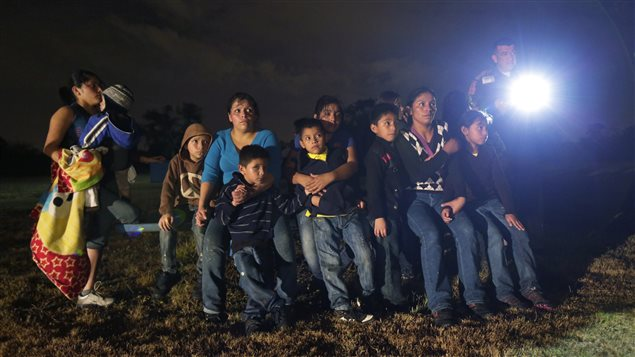 Le 25 juin 2014, un groupe d'immigrants du Honduras et du Salvador, ayant franchi illégalement la frontière mexicano-américaine, sont arrêtés à Granjeno, au Texas.