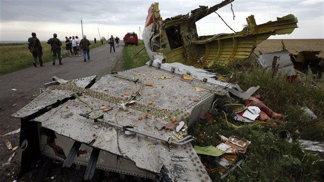 Débris du boeing 777 sur une petite route