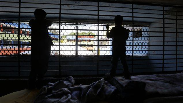 Des enfants trouvés dans un foyers d'accueil insalubre au Mexique.