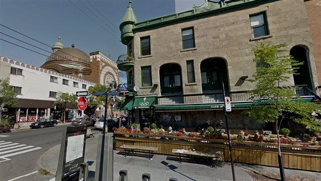 La popularité du Mile End ne se dément pas. Sur le coin de droite, la librairie qui déménage.