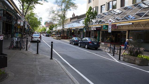 Stationnements de la Plaza Saint-Hubert, Montréal