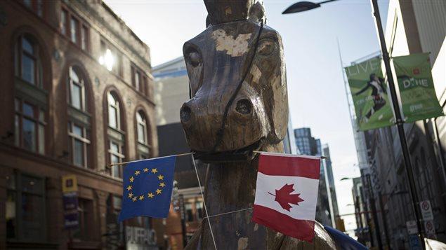 Un cheval de Troie géant arborant les drapeaux de l'Union européenne et du Canada avait été érigé à Toronto par des activistes pour protester contre l'accord de libre-échange, le 4 novembre dernier
