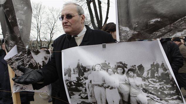 Un fil de discussion en mémoire des millions de victimes des nazis - Page 8 140729_8n8ak_efraim-zuroff_sn635
