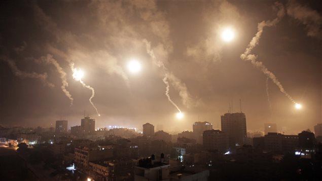 Les forces israéliennes ont bombardé Gaza au cours de la nuit, ce qui augure mal pour une trêve.