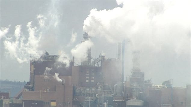 En janvier 2011, le gouvernement canadien avait annoncé qu'il octroyait 28 millions de dollars à Northern Pulp dans le cadre de son programme d'écologisation des pâtes et papiers