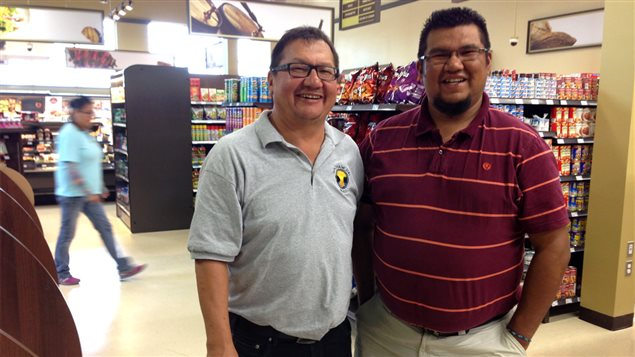 William Cheezo et Kevin John Papatie de la Coopérative de solidarité Wabak