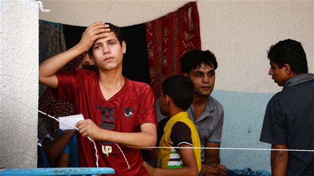 Le 10 août 2014, un jeune Palestinien dans une école de l'ONU de Gaza, où lui et sa famille ont trouvé refuge.