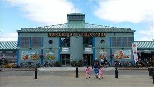 L'entrée principale du Marché du Vieux-Port de Québec