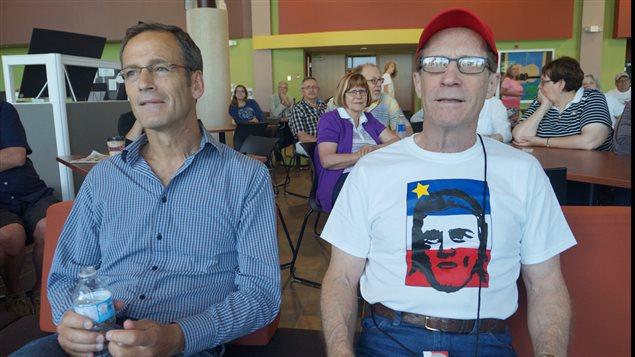 Phil Comeau et Warren Perrin, codirecteur du livre L'Acadie, hier et aujourd'hui