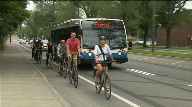 Voies réservées aux autobus et aux cyclistes.