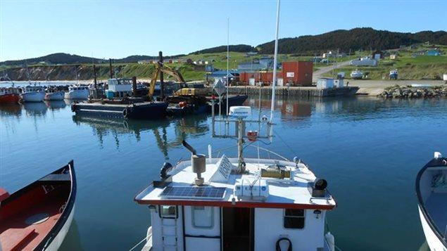 Panneau solaire installé sur un bateau de pêche