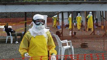 Des travailleurs de Médecins sans frontières au Liberia.