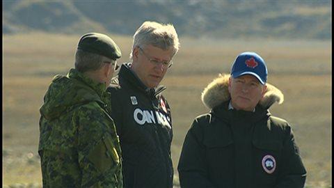 Le premier ministre Stephen Harper et le ministre de la défense Rob Nicholson étaient au Nunavut dans le cadre de l'opération Nanook 2014.