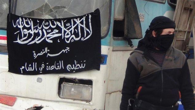 Un membre du groupe Al Nosra à la frontière entre la Syrie et la Jordanie