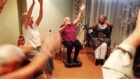 Le yoga pour soulager la douleur chez les aînés