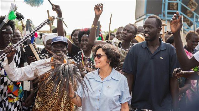ممثّلة الأمم المتحدة الخاصة للأطفال والنزاعات المسلّحة تزور مخيّما للاجئين في جوبا في دولة جنوب السودان في 23 حزيران يونيو 2014