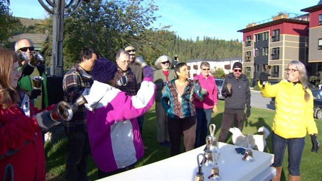 Des résidents de Whitehorse font sonner les cloches à 9 h 09 pour sensibilliser la population à la consommation d'alcool durant une grossesse