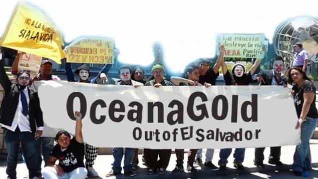 Protesta contra la minera OceanaGold en El Salvador.