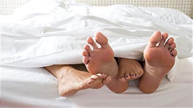 un lien entre positions sexuelles et maux de dos m dium large ici radio canada premi re. Black Bedroom Furniture Sets. Home Design Ideas