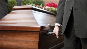 Services funéraires: la crainte de se faire manipuler