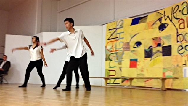 Un spectacle de danse à l'école St-John's de Winnipeg