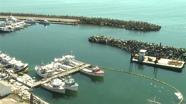 Déversement au port de Cap-aux-Meules