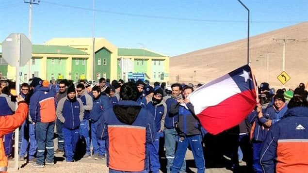 Trabajadores mineros de la Mina Escondida, en Chile.