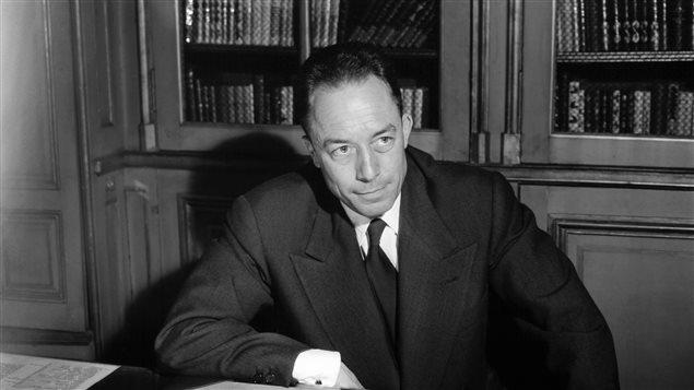 Un portrait de l'écrivain français Albert Camus, en 1957.