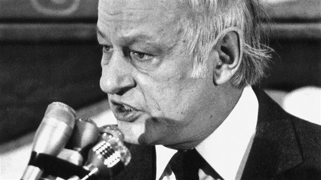 Le premier ministre du Québec René Lévesque au Centre Paul-Sauvé à Montréal le soir de la défaite du référendum de 1980.