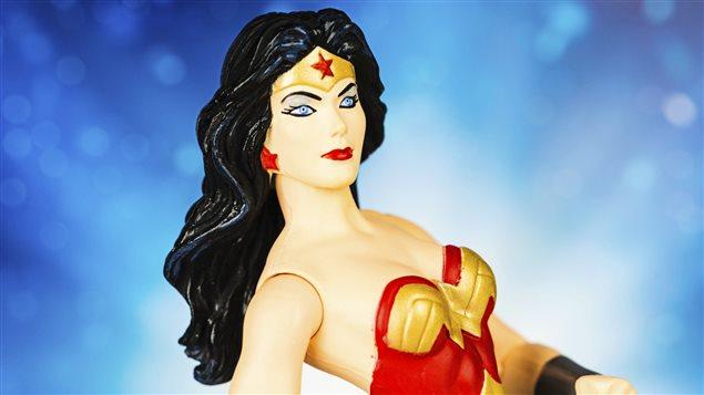 Figurine du célèbre personnage de Wonder Woman, créé par William Moulton Marston, en 1941.