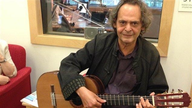 Le guitariste Roland Dyens