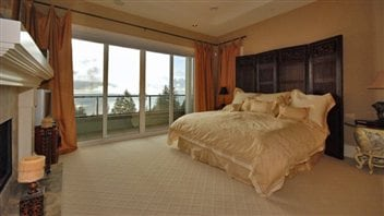 west vancouver un voisin se plaint d arbres trop hauts ici radio. Black Bedroom Furniture Sets. Home Design Ideas