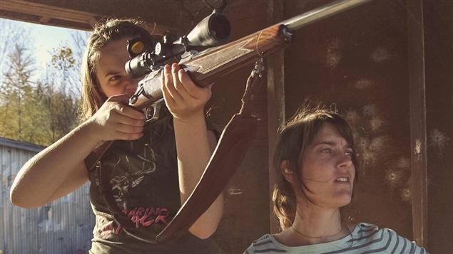Megan Alair et Julie Lambert dans le documentaire <i>Un film de chasse de filles</i>, de Julie Lambert