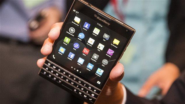 Le Passport, un téléphone doté d'un grand écran carré et d'un clavier tactile, a été lancé simultanément mercredi à Toronto, Londres et Dubaï.