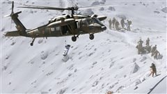 Une victime est évacuées en hélicoptère sur les flncs du volcan.