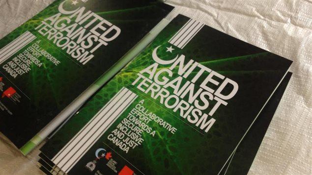 Le guide vise à lutter contre le recrutement de jeunes Canadiens par des groupes extrémistes.
