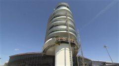 La nouvelle tour de contrôle de l'aéroport d'Edmonton est écoénergétique.