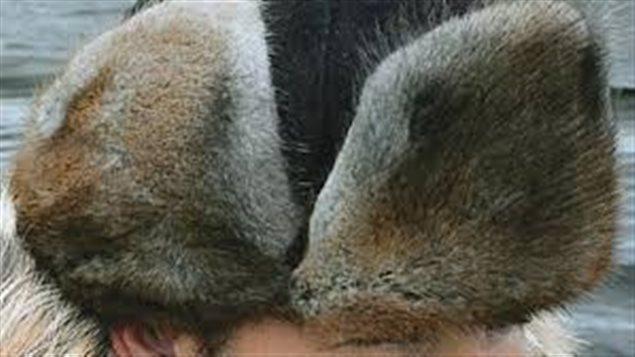 Le chapeau de fourrure de type « Mountie Fur Hat »