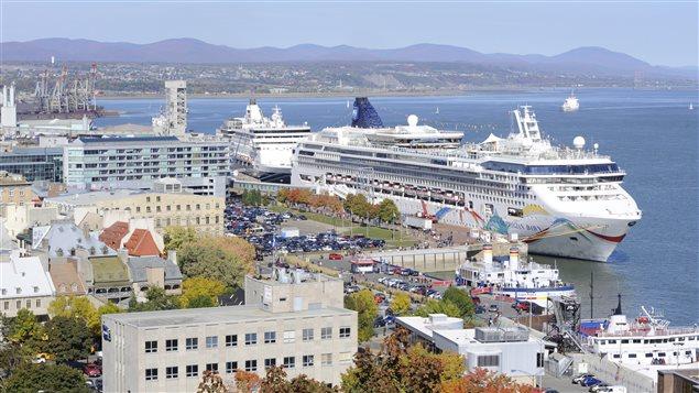Un bateau de croisière norvégien dans le port de Québec.