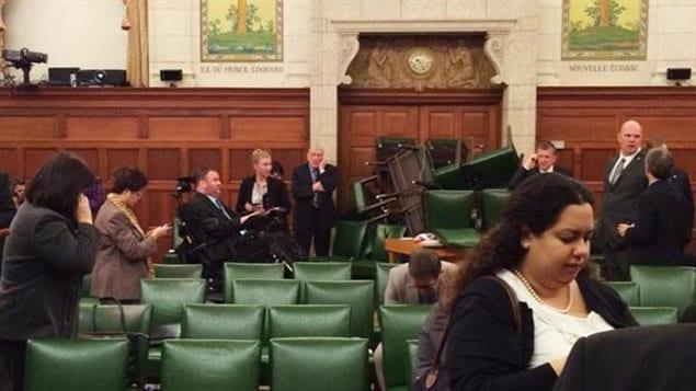 La salle du caucus conservateur photographiée par la députée Nina Grewal pendant la fusillade