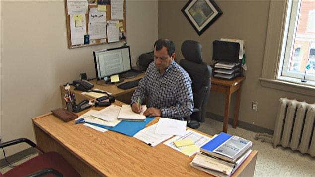 Les services aux immigrants dans l 39 incertitude ici radio for Bureau service canada