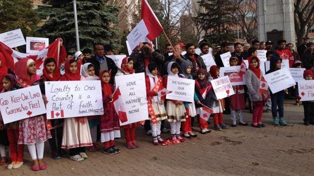 Une centaine de musulmans ahmadistes dénoncent à Saskatoon les actes terroristes posés au nom de l'Islam.
