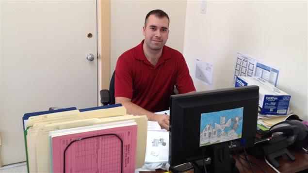 Le directeur de l'Association des projets éducatifs du Témiscamingue, Jonathan Jensen-Lynch.