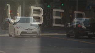 Uber défie le moratoire et opère dans l'illégalité