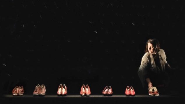 Linda Laplante dans la pièce <i>Chaîne de montage</i>, présentée au Théâtre de Quat'Sous, à Montréal, du 27 octobre au 21 novembre