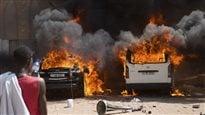 Burkina Faso : des milliers de manifestants incendient le parlement