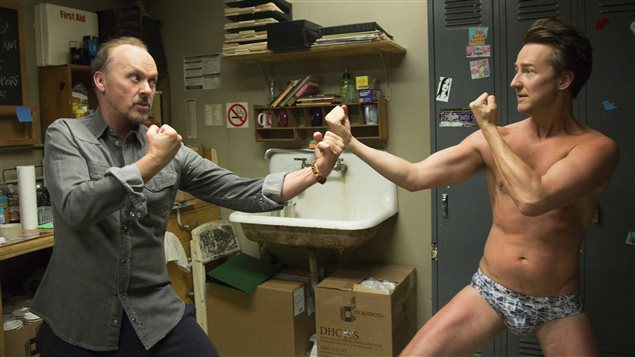 Michael Keaton et Edwart Norton dans une scène du film <i>Birdman</i>, d'Alejandro Iñárritu