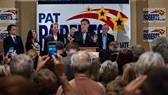 La saison électorale bat son plein aux États-Unis. Il y a d'abord les élections législatives de mi-mandat. Tous les 435 sièges à la Chambres des Représentants sont en jeu, de même que le tiers des 100 sièges au Sénat. Daniel Marien est professeur en politique américaine, University of Central Florida.