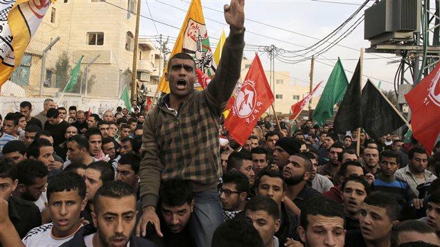 Funeral de un joven palestino asesinado a tiros por el ejército israelí, según médicos, en enfrentamientos cerca de Hebrón.
